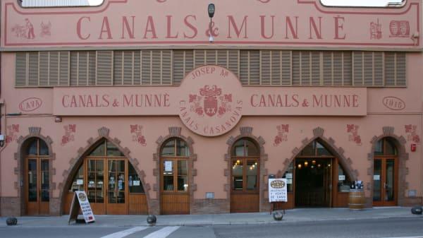 Exterior Restaurante Cava Antigua - Cavas Canals I Munne, Sant Sadurní d'Anoia