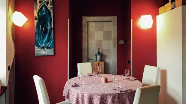 Il tavolo - Rosso di Sera, Busto Arsizio