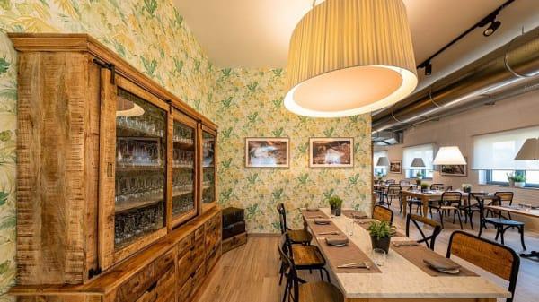 Per non perdere il contatto con tutti Voi potete sederVi al tavolo nella sala interna o nel dehors entro le 16, la cucina resta aperta anche nel pomeriggio. - N'ataluna cucina e caffè, Grottaminarda