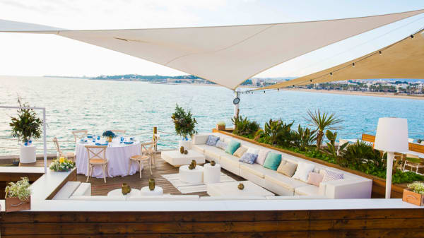 Terraza - La Daurada Beach Club, Vilanova i la Geltrú