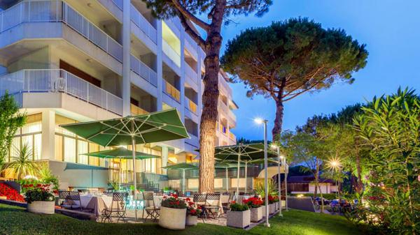 Facciata - Terrazza Riviera dell'Hotel President, Lignano Sabbiadoro