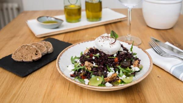 Salade de riz Venere, Oeuf mollet - Café Allure, Bussigny