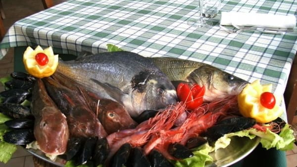selezione di pesce fresco.JPG - Ristorante Arcara, Alessia