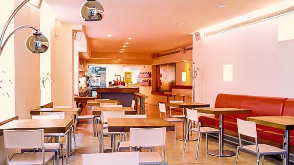 Vista sala: entrada. - Botánico café, Granada
