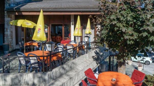 Terrasse - Restaurant - Grill Le Rocher, Corin-de-la-Crête