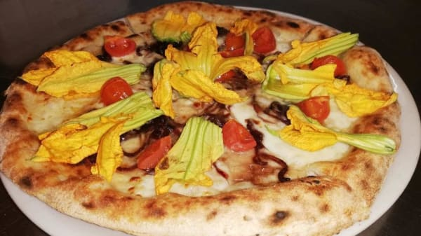 Pizza fiori di zucca e cipolle caramellate - Pizzeria Spaghetteria GalloBianco, Capoliveri