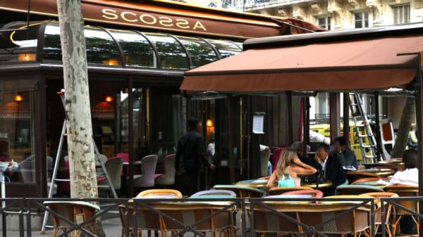 Scossa, Paris