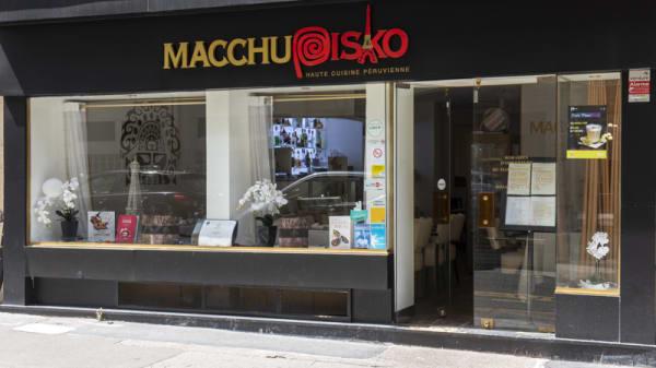 Macchupisko, Paris
