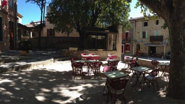 Terrasse - Restaurant de l'Univers, Arpaillargues-et-Aureillac