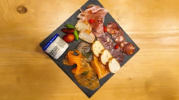 Planche de notre saumon et charcuterie ibérique - L'Atelier du Fumoir, Lyon