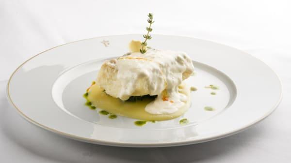 Bacalao monacal sobre cremoso de patata - Restaurante Parador de Plasencia, Plasencia