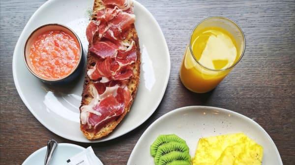 Desayuna en el 34 - El 34 Bar de Pinchos, Madrid