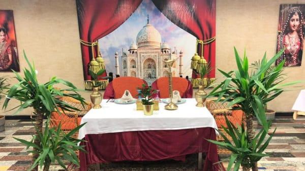 Taj Mahal, Villares De La Reina