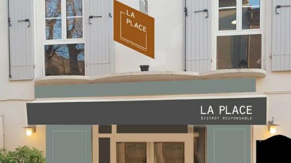 Devanture - La Place, Puyloubier