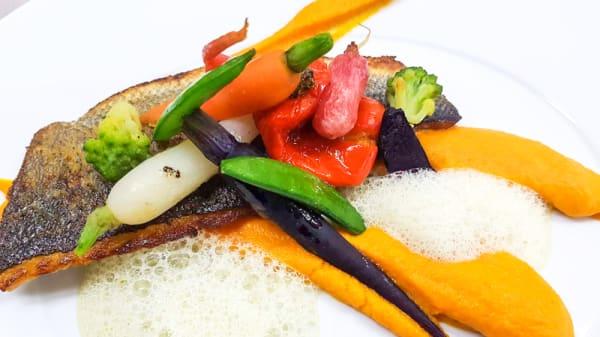 Dorade et petits légumes - Auberge de la Rose, Anet