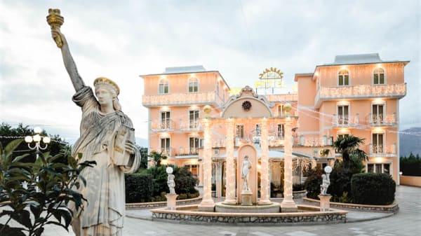 Facciata - Il Danubio - Grand Hotel Osman, Atena Lucana