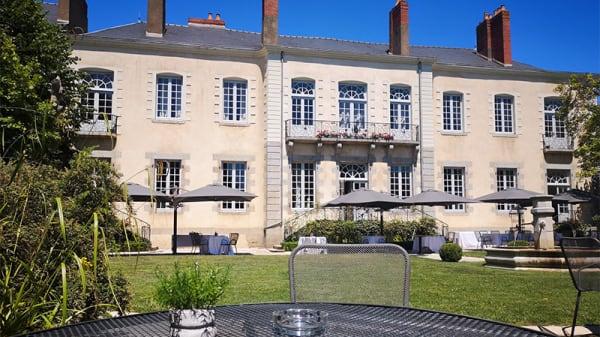Terrasse du restaurant - Hôtel/Spa Perier du Bignon - Restaurant L'Épicurien, Laval