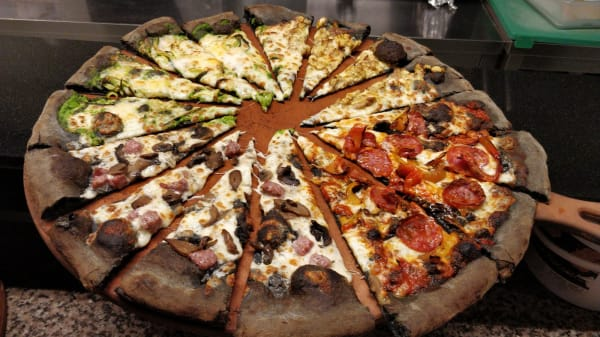 giropizza gourmet - Officina33 pizza no limits & pub giropizza, Riva Del Garda