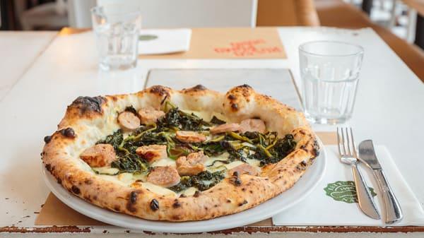 La pizza salsiccia e friarielli - Rossopomodoro Porta Romana, Milano