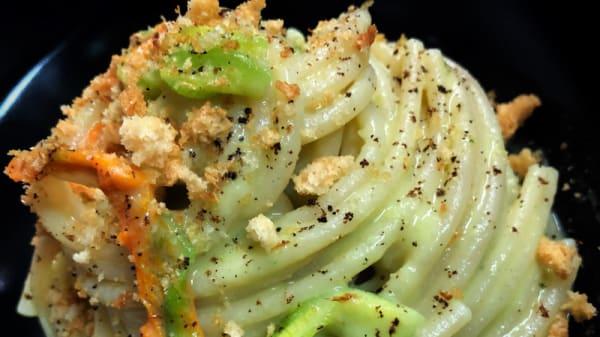Spaghettone FELICETTI, crema di edamame,fiori di zucca, pistacchi di Bronte - Fvsion Cortina Restaurant, Cortina d'Ampezzo