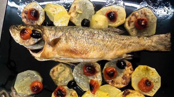 spigola al forno con patate - Chi Cerca Trova, Fiumicino