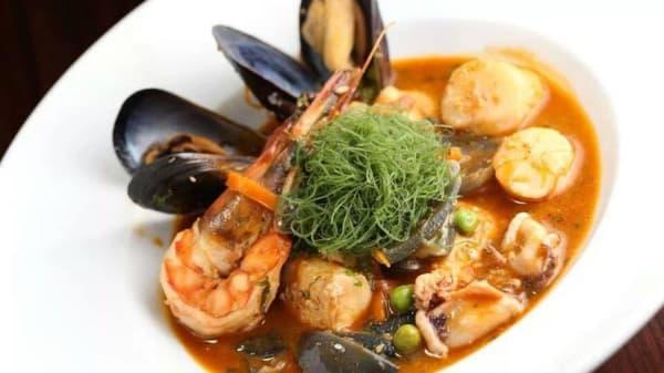 gustosa zuppa di pesce - Revolucion Caliente, Turin