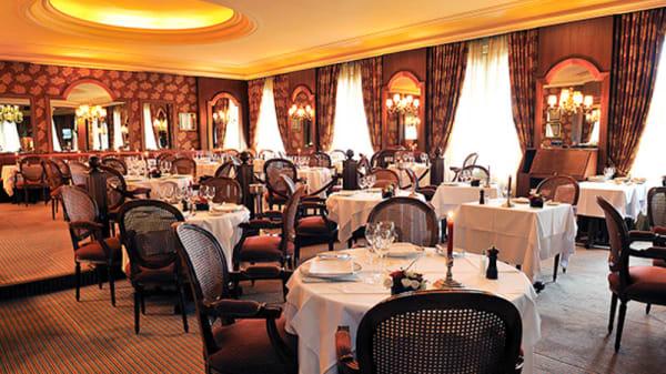 salle - Les Quatre Cèdres - Casino - Personne majeure et carte d'identité obligatoire, Divonne-les-Bains