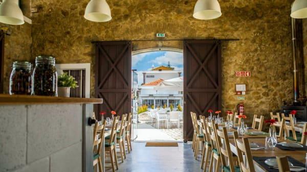 Vista do interior - Petiscais- Restaurante , cervejaria e petiscaria, Olhão
