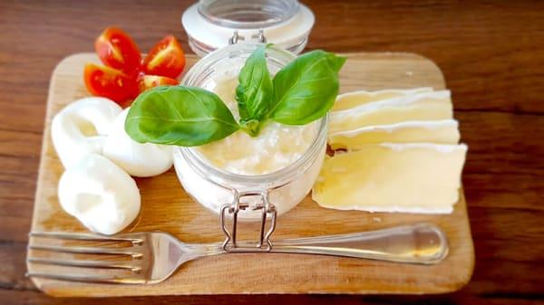 tagliere di formaggi freschi - Sottosopra, Badia Al Pino
