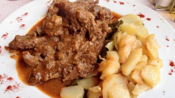 Sugerencia de plato choto al ajillo - Abuxarra, Capileira