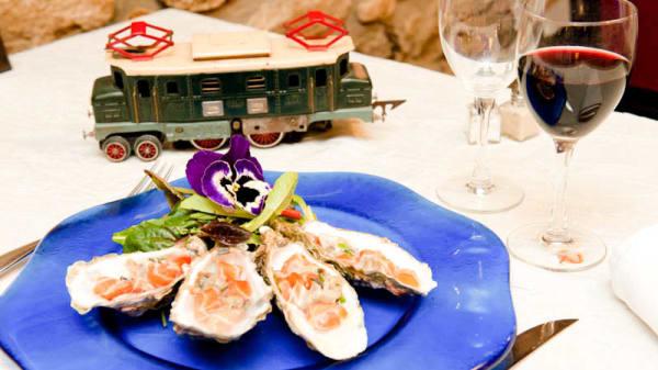 Tartare de saumon et huîtres - Auberge du Chemin de Fer, Lanester