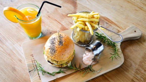 Laurissilva - CR7 Corner – Pizza, Burger, Beer &Wine, Funchal