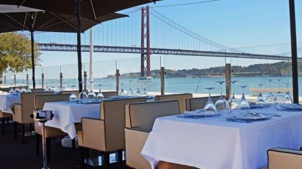 Esplanada - Café IN Restaurante - Peixe e Marisco, Lisboa
