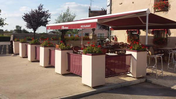 Devanture - Macarena, Pouillenay
