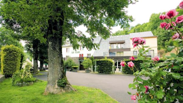 L'hotel en été - Restaurant Le Clos, Besse-et-Saint-Anastaise