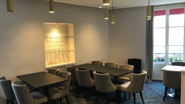 Salon privatisable à l'étage. 20 personnes assises - Le Coq et l'Elephant, Paris