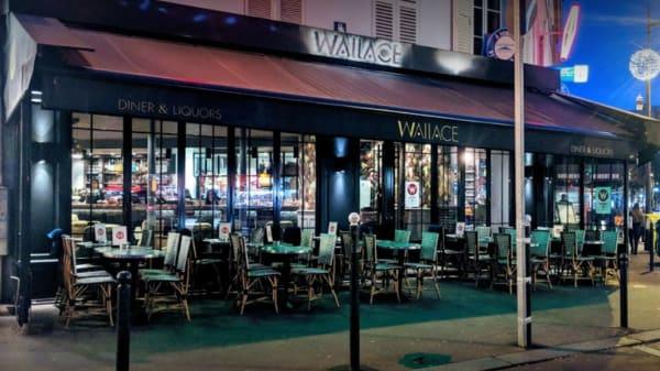 Wallace, Paris