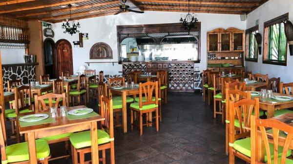 Vista de la sala - Tigelleria El Mesón, Callao Salvaje