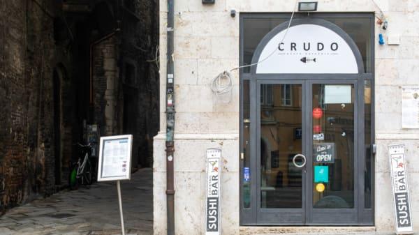 Entrata - CRUDO, Perugia