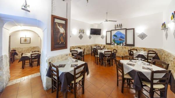Veduta dell interno - La Cantina di Masaniello, Naples