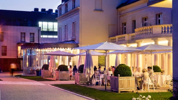 Terrasse - Château Belmont The Crest Collection, Tours
