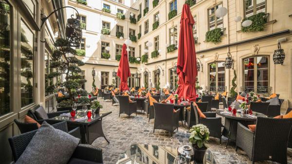 La cour pavée - Le Vraymonde - Buddha-Bar Hotel Paris, Paris