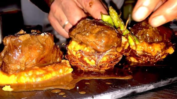 Carrillada de Cerdo con Chocolate y puré de boniato - La Bodega no sale en esta lista, Júzcar