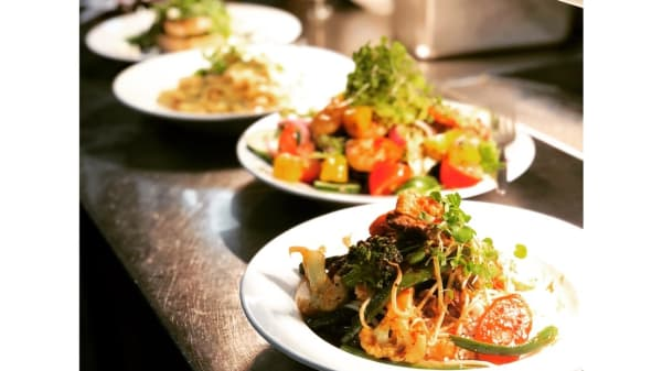Gourmet food prepared fresh, served with care - Charlie's Cafe and Bar, Surfers Paradise (QLD)