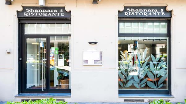 Entrata - Shannara 5, Milan