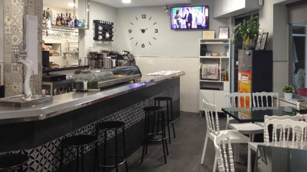 Vista de la sala - Cafe Bar Alcalá, Vélez-Málaga