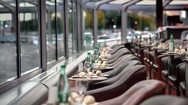 Vue des tables - Bateaux Paris en Scène : dîner croisière, Paris