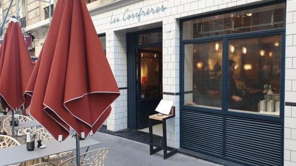 Les Confrères, Paris