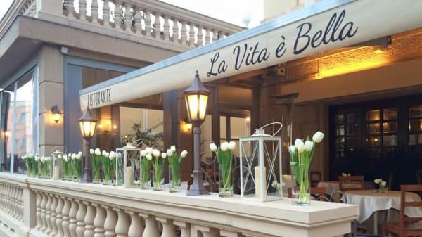 1 - La Vita è Bella, Sanremo