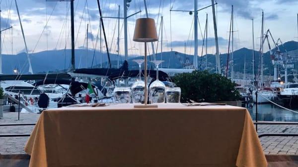 Particolare tavolo - Link Creative Food, Genoa